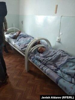 Получившие огнестрельные ранения были госпитализированы.
