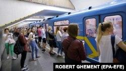 Водночас станція «Майдан Незалежності» не відкриватиметься на вхід і вихід з початку роботи до закінчення святкових заходів