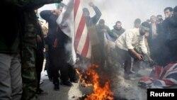Протестиращи срещу смъртта на Солеймани в Иран горят американски, британски и израелски знамена