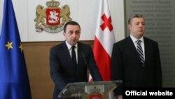 Теперь Георгий Квирикашвили должен предстать перед парламентом с новым составом кабинета и планом действий. На это он попросил два дня. Из слов депутатов от правящей коалиции стало ясно, что «Грузинская мечта» хочет успеть утвердить новое правительство до Нового года