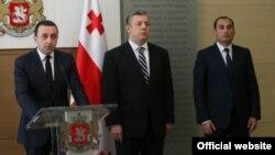 Ираклий Ғарибашвили (аз чап) ва Георгий Квирикашвили (дар марказ)