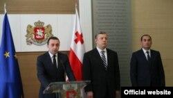 Giorgi Kvirikaşvili (ortada)