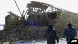 Russian Interior Ministry troops in front of a destroyed home in the village of Novo-Fite in Daghestan. (file photo)