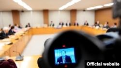 Ministri Enver Hoxhaj gjatë takimeve të kabinetit qeveritar...