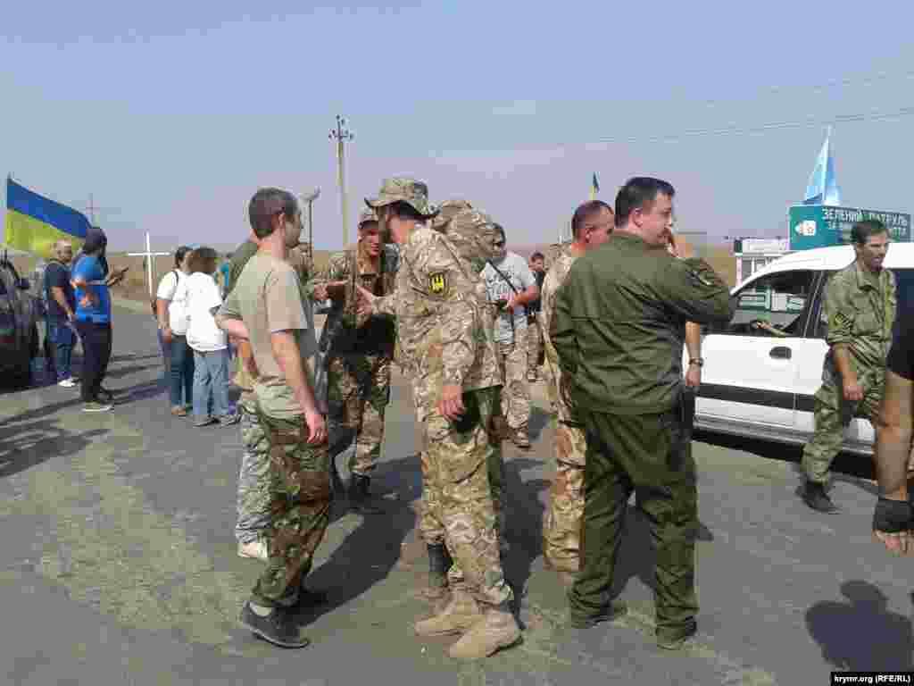 До активістів, які блокують адмінкордон із Кримом, долучилися і добровольці з батальйону «Донбас»