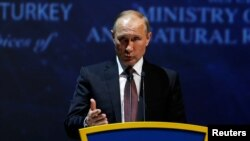 Президент Росії Володимир Путін під час виступу на Всесвітньому енергетичному конгресі в Стамбулі, 10 жовтня 2016 року