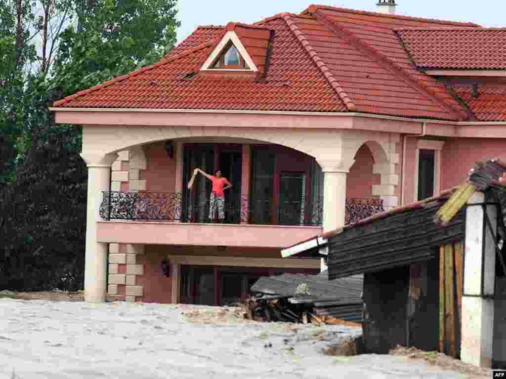 Девять человек погибли в результате наводнений, вызванных сильными проливными дождями на северо-западе Турции