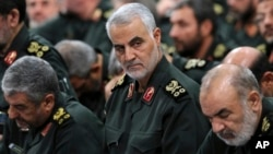 Iran -- Revolutionary Guard General Qasem Soleimani, center, attends a meeting in Tehran, October 6, 2016.