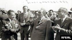 Brejnev hər Azərbaycana gələndə, özü ilə bir keçici bayraq gətirirdi
