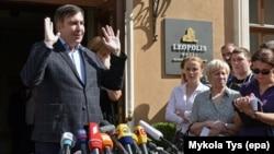 Украинанын Одесса облусунун мурдагы губернатору Михаил Саакашвили Львов шаарындагы маалымат жыйында.