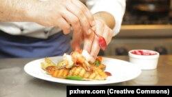 Середземноморська дієта характеризується низьким вмістом червоного м'яса, цукру і насичених жирів, а також високою кількістю продуктів рослинництва