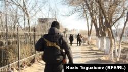 Kazakhstan - A police officer keeping watch in Zhanaozen December 18, 2011.