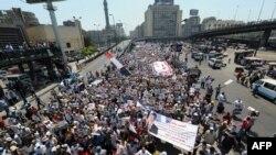Прихильники Мурсі на демонстрації в Каїрі, 2 серпня 2013 року
