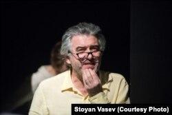 Евгений Каменькович репетирует. Фото Стояна Васева