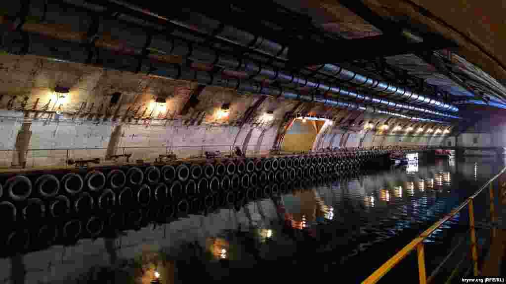 У цих величезних цехах ремонтувалися підводні човни
