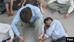 طبق گزارش مجلس شورای اسلامی آمار دانش آموزان معتاد در ايران را ۲۰ هزار نفر، و در صد معتادان زير ۲۰ سال کشور را ۱۵.۸ درصد از کل جمعيت معتادان اعلام کرده است.