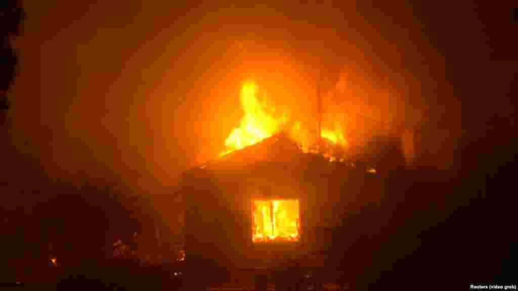 علاوه بر آتشسوزی گسترده در یونان، در روزهای گذشته رخدادهای مشابهی در دیگر نقاط اروپا نیز اتفاق افتاده است. آتشسوزی در سوئد نیز ادامه دارد، جایی که آتشنشانان از دیگر کشورها از جمله آلمان و لهستان، و حتی فرانسه و ایتالیا برای کمک، عازم آن شدهاند.
