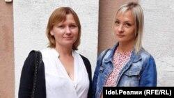 Анна Семенова и Валентина Цветкова у суда