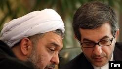 عباس امیریفر (چپ) در کنار اسفندیار رحیم مشایی، رئیس دفتر احمدینژاد