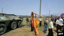 Грузини демонструють проти присутності російських військ на їхній території