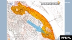 Участок, расположенный возле охранной зоны Софии и Лавры, что означает необходимость получения разрешений для строительства на этой территории