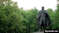 Помнік Янку Купалу ў Менску.