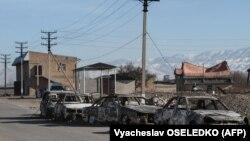 Бұлар батыр ауылындағы жаппай тәртіпсіздік кезінде өртенген автокөлік қаңқалары. Қордай ауданы, Жамбыл облысы, 8 ақпан 2020 жыл.