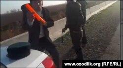 Tilaboldiev videoda YHP xodimlari kaltaklaganini da'vo qiladi.