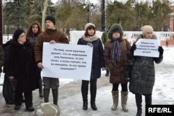 Митинг «за нравственные ценности» возле здания театра