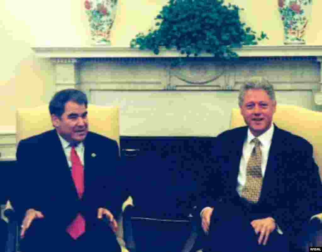 Turkmen President Niyazov (left) meeting in the White House with U.S. President Bill Clinton in August 1998 (RFE/RL) - Turkmenistan's relations with the West have been strained because of Niyazov's repressive regime. Governments and activists in Europe and the United States have lambasted Turkmenistan's record on human rights and the total suppression of political dissent. Niyazov regularly ordered the arrests of oppositionists and of government officials that came under his suspicion.