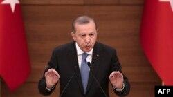 Реджеп Тайїп Ердоган виступає з промовою в Анкарі, 19 квітня 2016 року