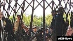 تجمع دانشجویان دانشگاه علامه طباطبایی در اعتراض به بازداشت فعالان دانشجویی.