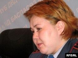 Алматы қалалық ішкі істер департаментінің өкілі Салтанат Әзірбек. Алматы, 31 наурыз 2009 жыл.