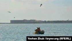 Севастопольская бухта, вид на Константиновский равелин
