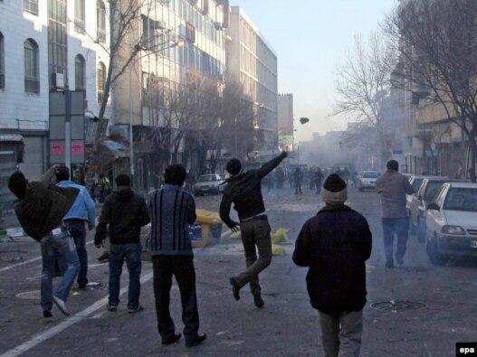 ۲۵ بهمن، تهران