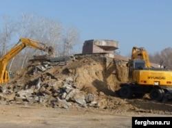 Демонтаж памятника Сабыру Рахимову в Ташкенте. Январь 2011 года.