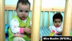 Младенцы в детском доме в Шымкенте. Иллюстративное фото.
