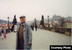 Александр Пятигорский в Праге. Фото Людмилы Пятигорской