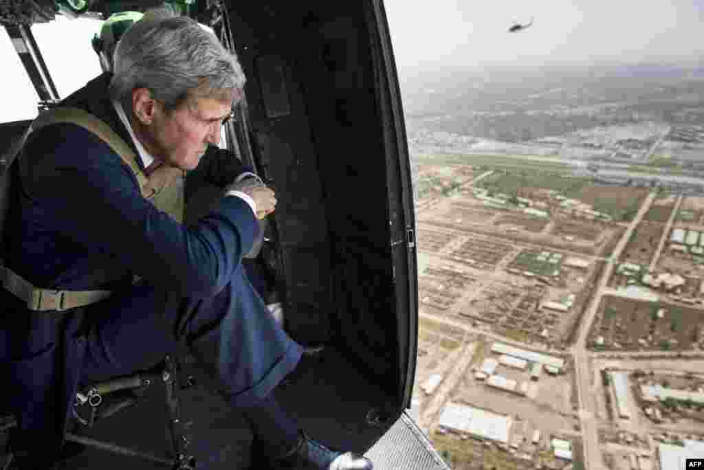 U.S. Secretary of State John Kerry looks out over Baghdad from a helicopter during a visit to the Iraqi capital on September 10. (AFP/Brendan Smialowski)