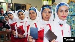 Иранские женщины в очереди на избирательном участке во время выборов в парламент. 26 февраля 2016 года.