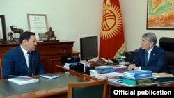 Председатель ГКНБ Абдиль Сегизбаев и президент КР Алмазбек Атамбаев.