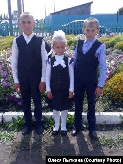 Трое старших детей Олеси Лыткиной из затопленной деревни Мураши Тулунского района