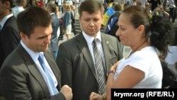 Министр иностранных дел Украины Павел Климкин беседует в Киеве с крымчанкой