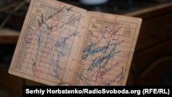 Автографы летчиков-космонавтов