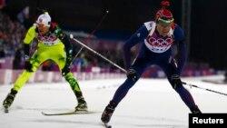 Ռուսաստան - Նորվեգացի Օլե Էյնար Բյոերնդալենը (աջից) հաղթում է բիաթլոնի մրցումներում, Սոչիի Օլիմպիական խաղեր, Ռոզա Խուտոր, 8-ը փետրվարի, 2014թ.