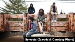 Участники иранской рок-группы The Yellow Dogs.