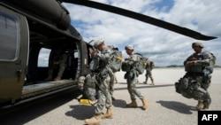 Soldaţi americani din misiunea de pacificare a NATO în Kosovo, 1 iulie 2014