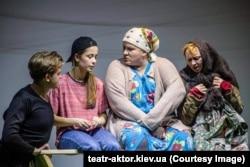 Вистава «Схід-Захід», театр «Актор»