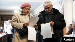На одній із виборчих дільниць Києва, 25 жовтня 2015 року