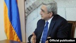 Президент Армении Серж Саргсян во время совещания в Министерстве градостроительства, Ереван, 14 февраля 2014 г.